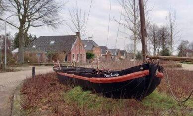 schip in straatbeeld Gasselternijveen ivm Veenkoloniën