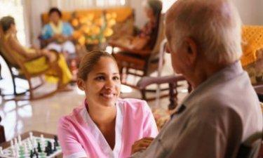 vrouw werkzaam in een zorgcentrum