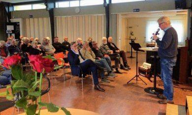 een goedgevulde zaal bij de feestelijke fusie van dorpsvereniging Gasselternijveen en dorpscoöperatie De Brug