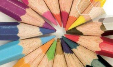 potloden die naar elkaar wijzen