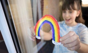 meisje met regenboog