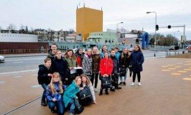 groepsfoto van de excursie van Weekendschool Oldambt naar het Groninger Museum